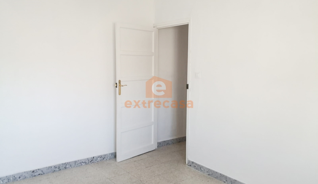 Piso de 4 habitaciones sin muebles